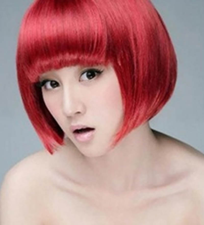 Kiểu tóc ngắn nhuộm đỏ bóng mượt