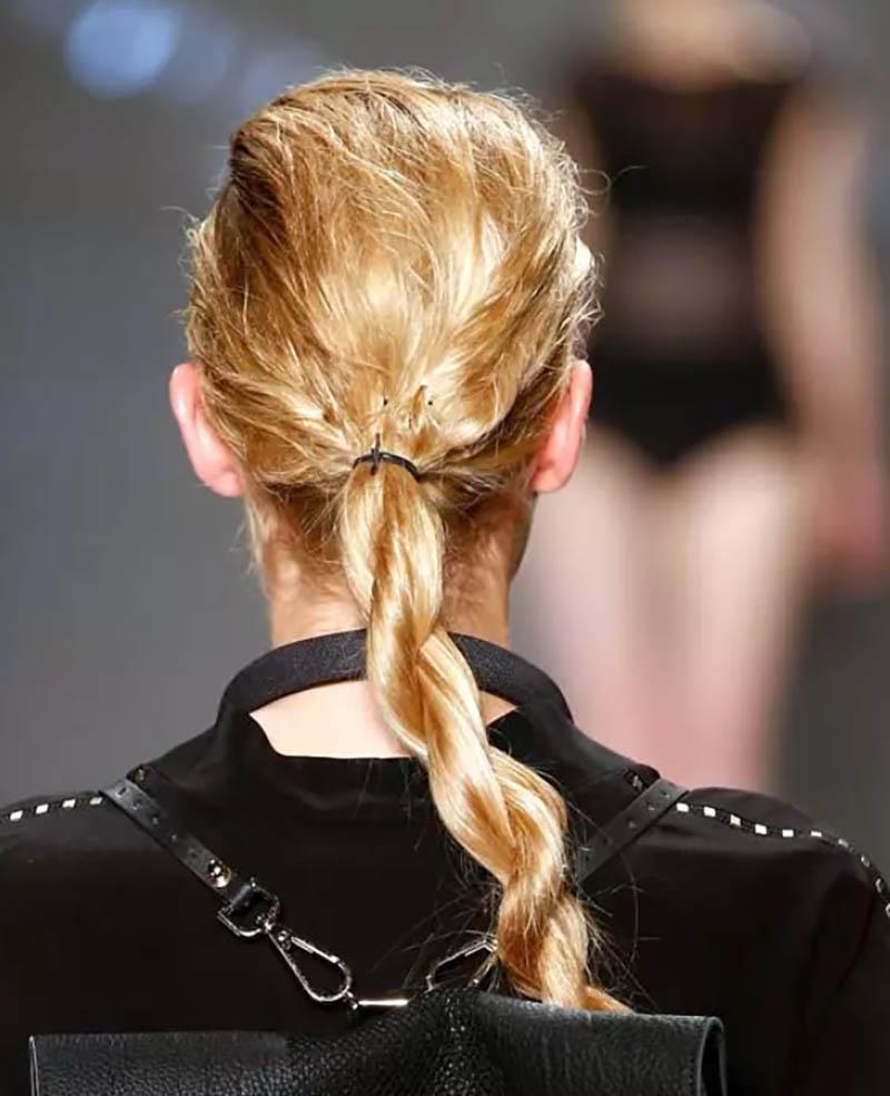Kiểu tóc tết đuôi ngựa ướt