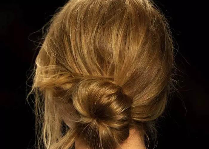 10 Kiểu tóc búi chignon sang trọng và dễ thực hiện
