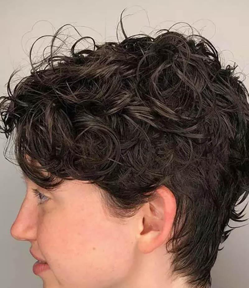 Kiểu tóc bob xoăn cổ điển