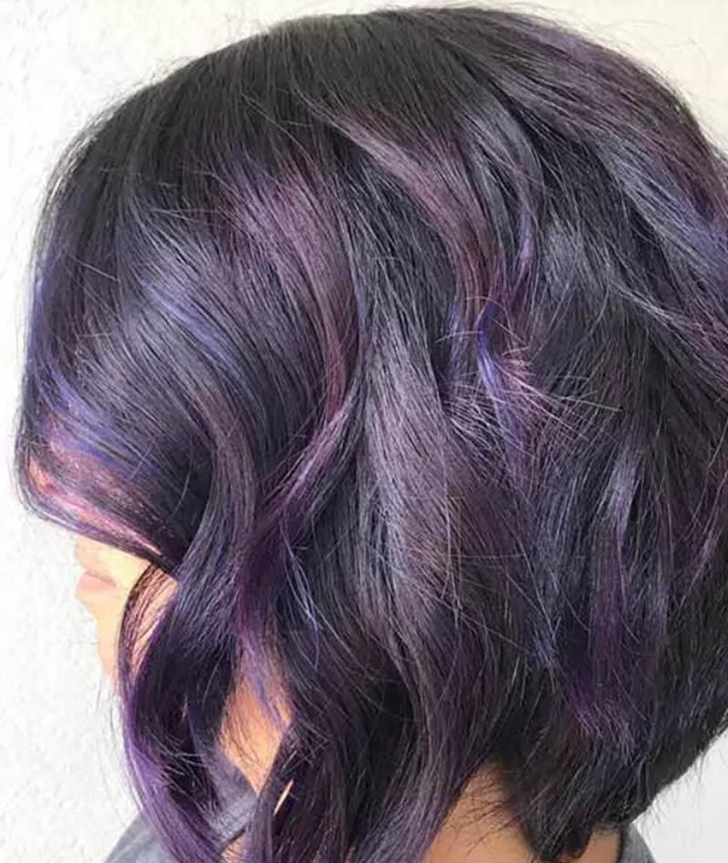 Kiểu tóc bob xoăn cổ điển với màu nhuộm phá cách