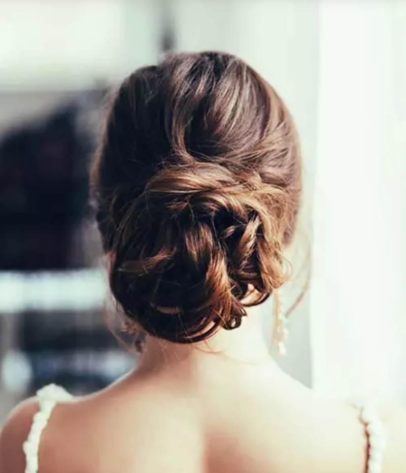 Kiểu tóc búi thấp phong cách updo