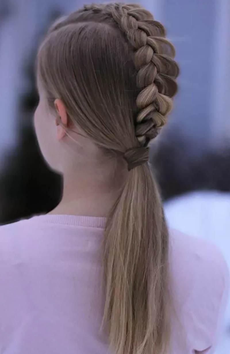 Tóc bện cao, đuôi ngựa thấp đơn giản, khác biệt