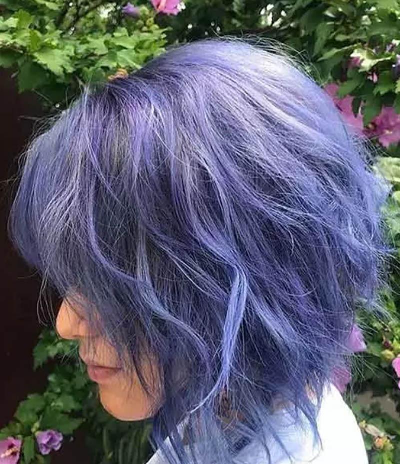 Kiểu tóc bob xoăn nhuộm màu xanh tím