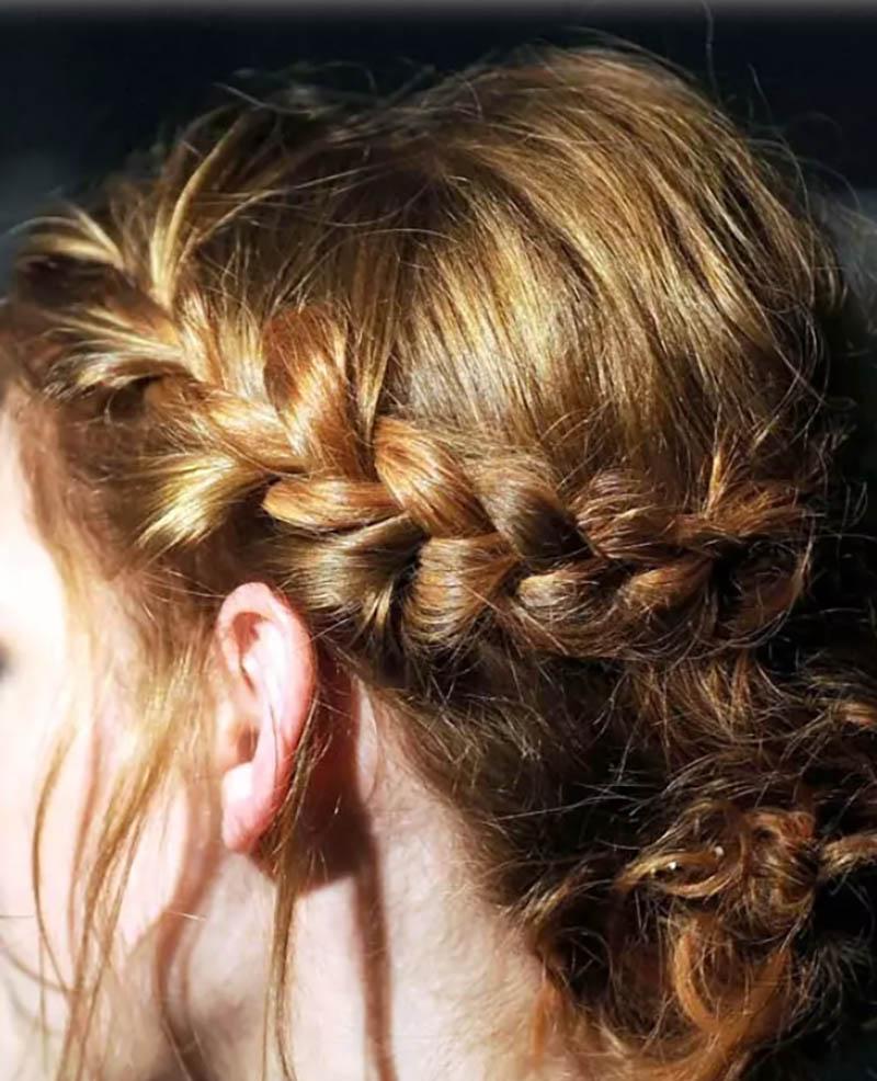 Kiểu tết tóc búi một bên bện kiểu Pháp