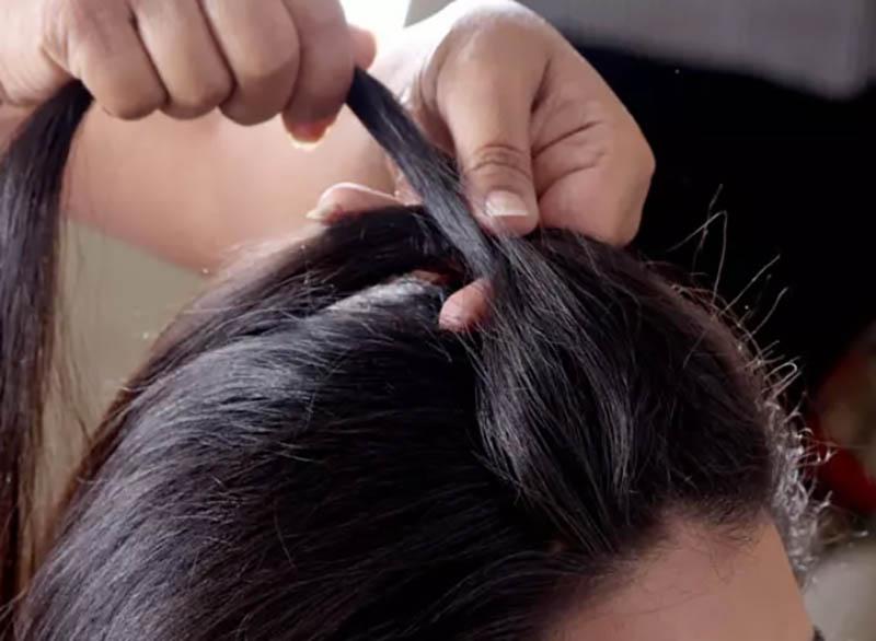 Hướng dẫn cách tết tóc kiểu Pháp đẹp đơn giản tại nhà bước 2