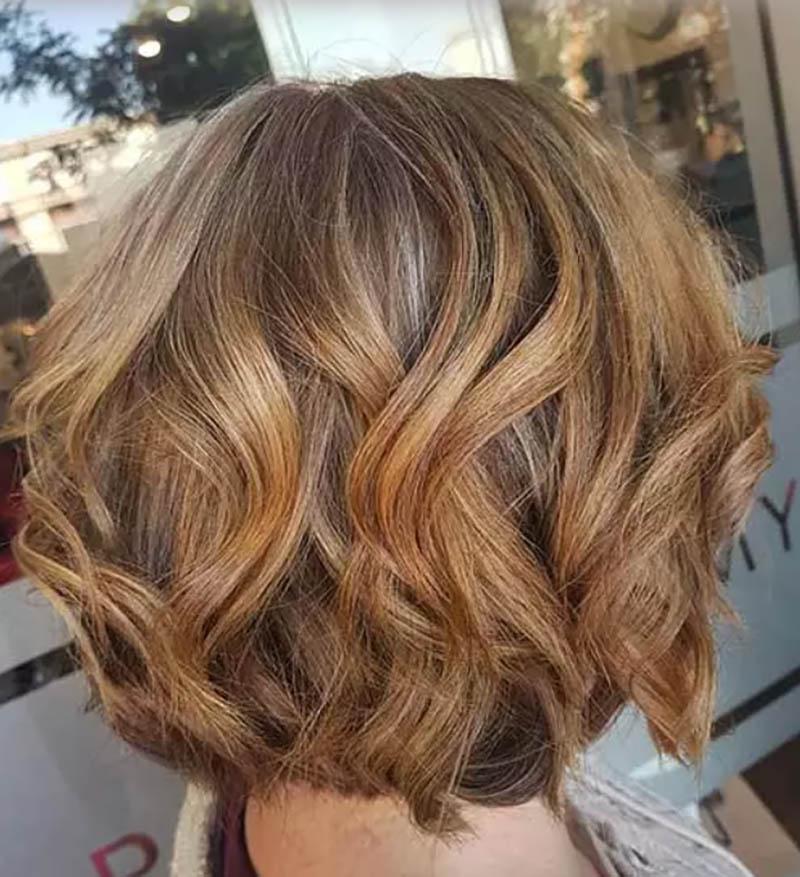Kiểu tóc bob xoăn đảo ngược