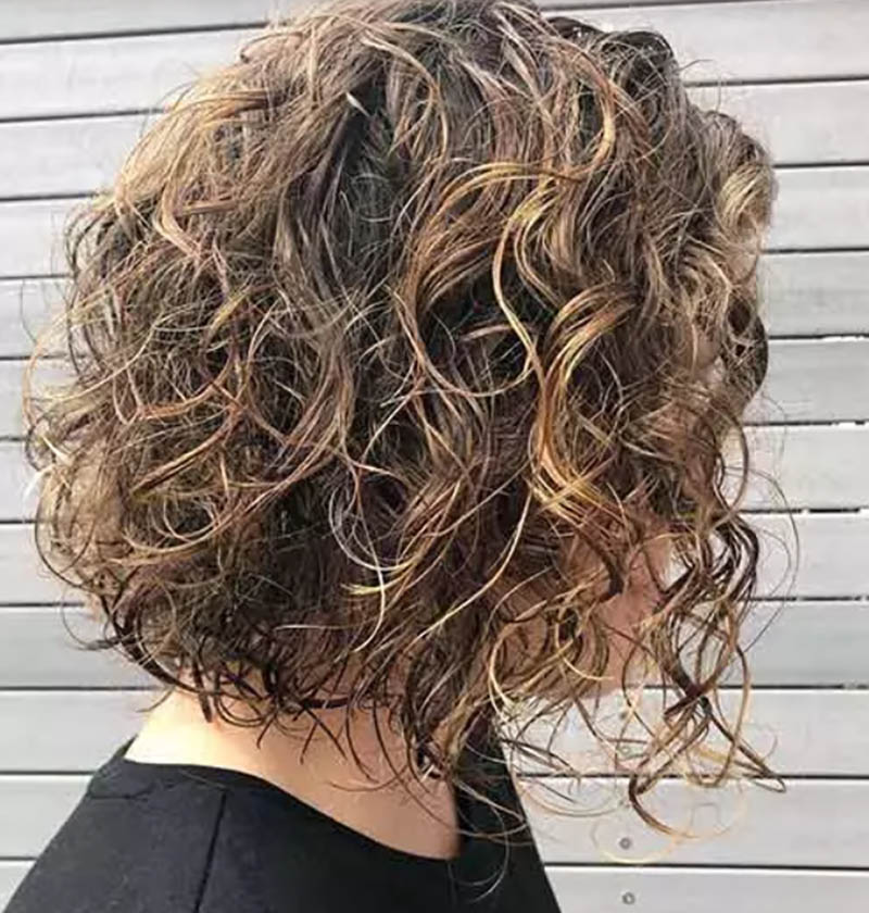 Kiểu tóc lob xoăn màu nâu