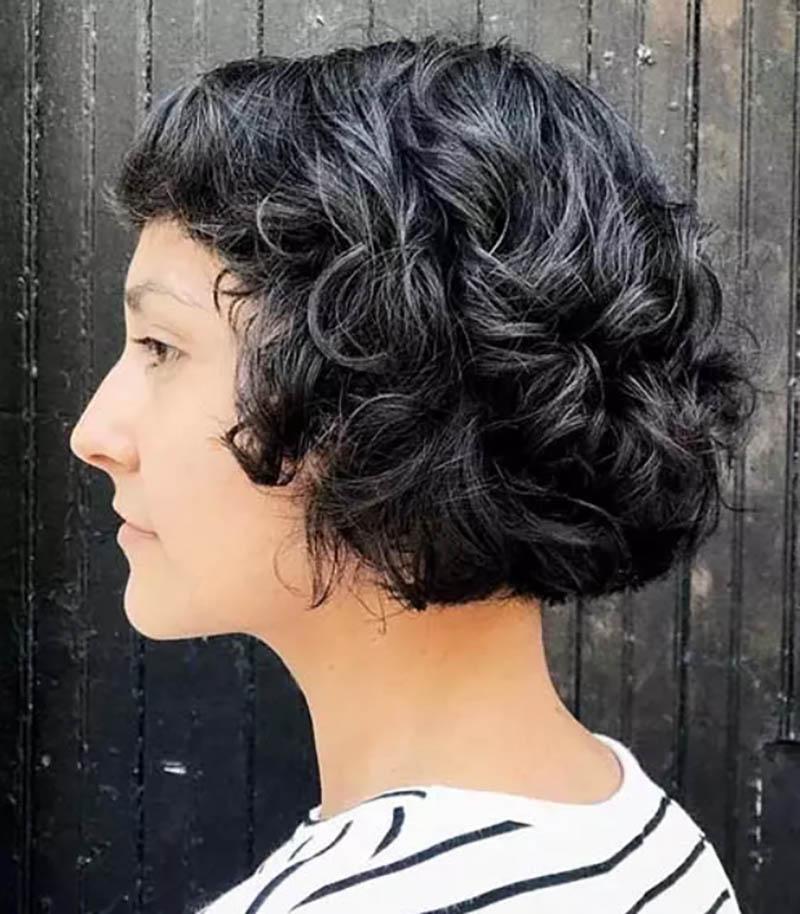 Kiểu tóc bob xoăn với mái ngố