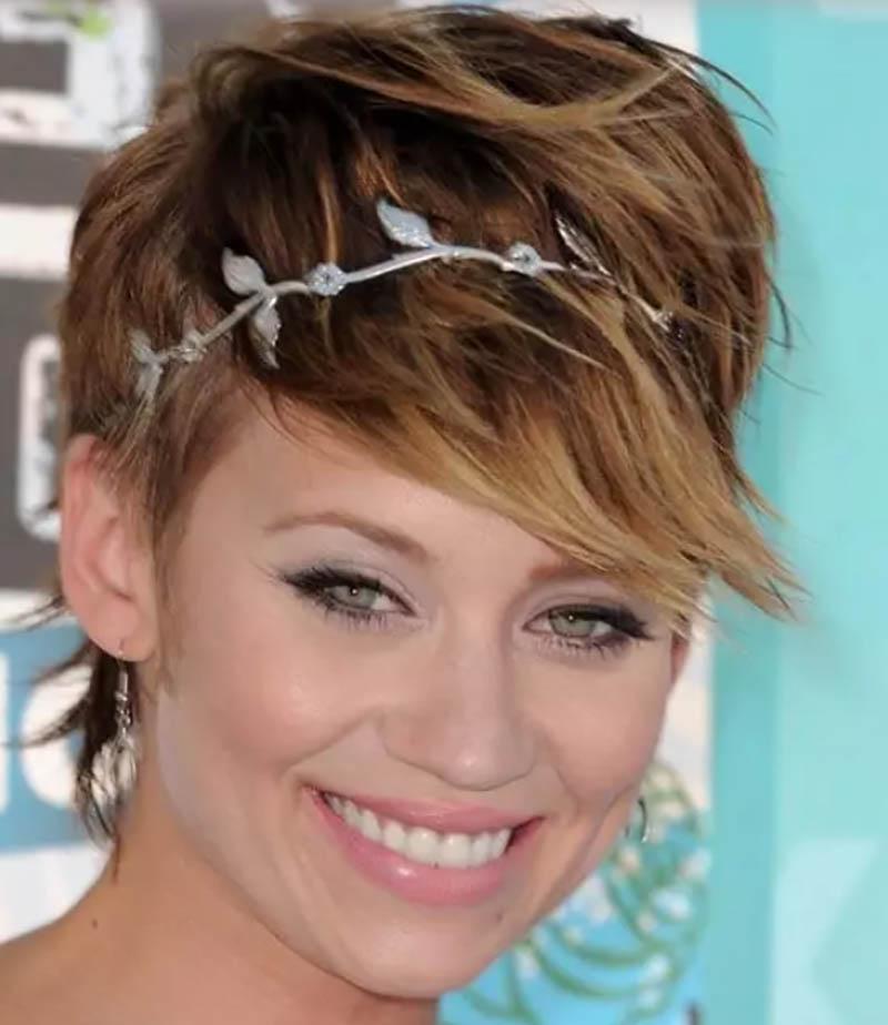 Tóc Pixie với headband xinh xắn