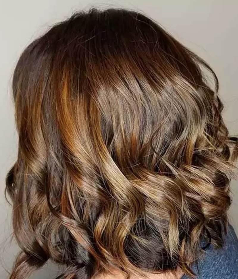 Kiểu tóc bob xoăn nhuộm màu socola