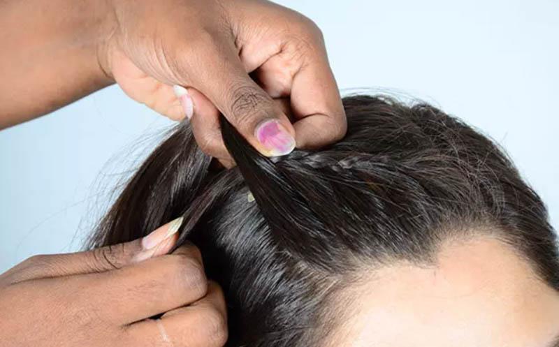Bước 5: Thêm nhiều tóc hơn với mỗi mũi tết của bím tóc