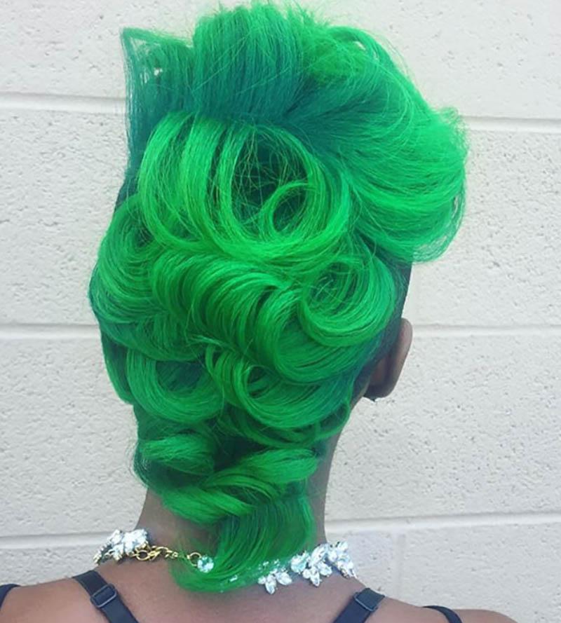 Tóc Bob Mohawk nhuộm màu xanh lá