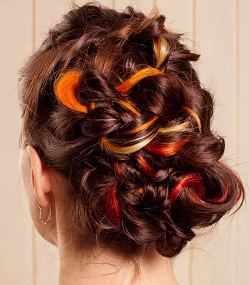 Búi bện hoa hồng thấp và đỉnh tóc rối, gợn sóng