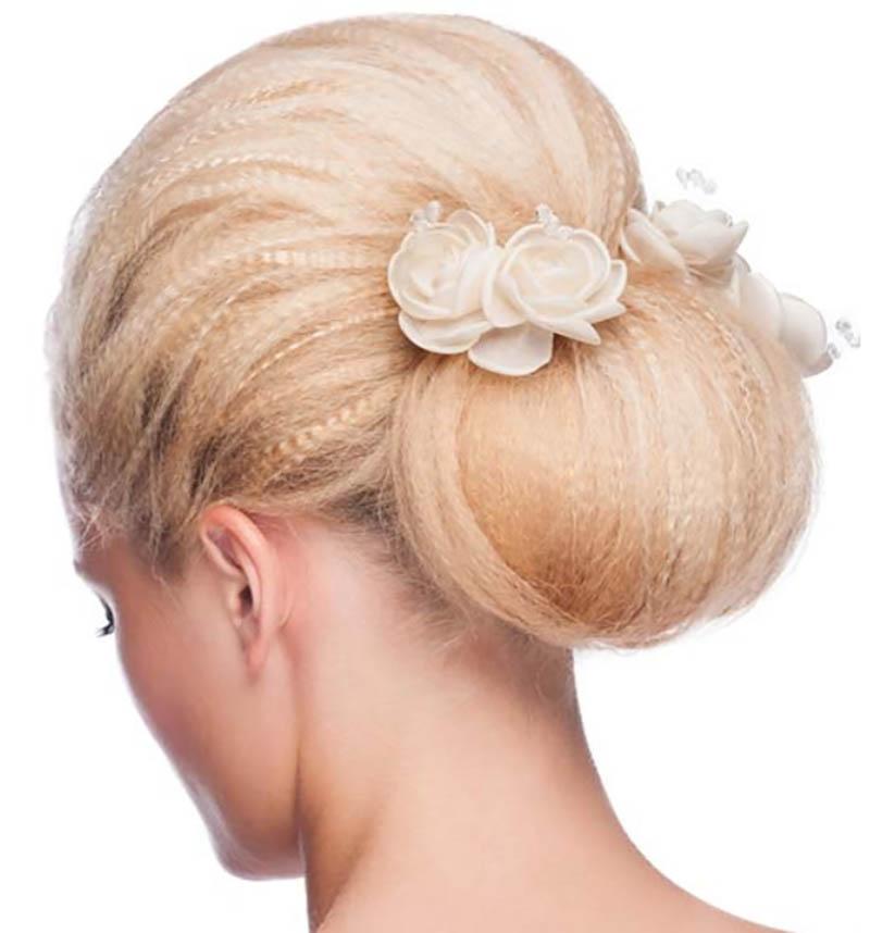 Búi tóc hoa kết hợp với tóc mái dài