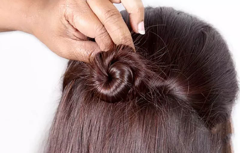 Cách làm kiểu tóc Half-Updo bước 3