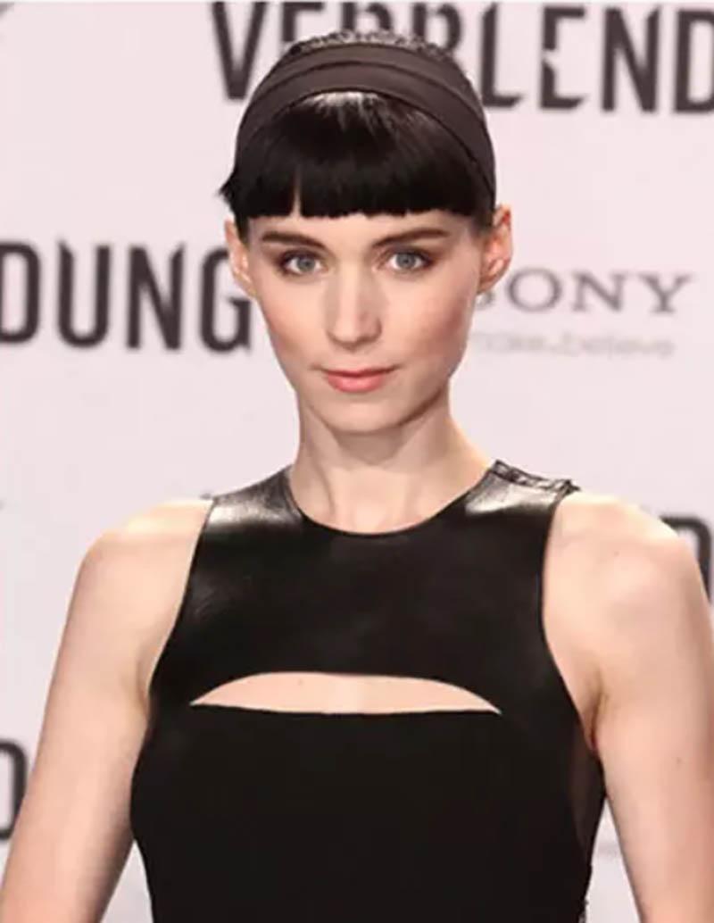 Cô nàng Rooney Mara trông thật bí ẩn và sang trọng