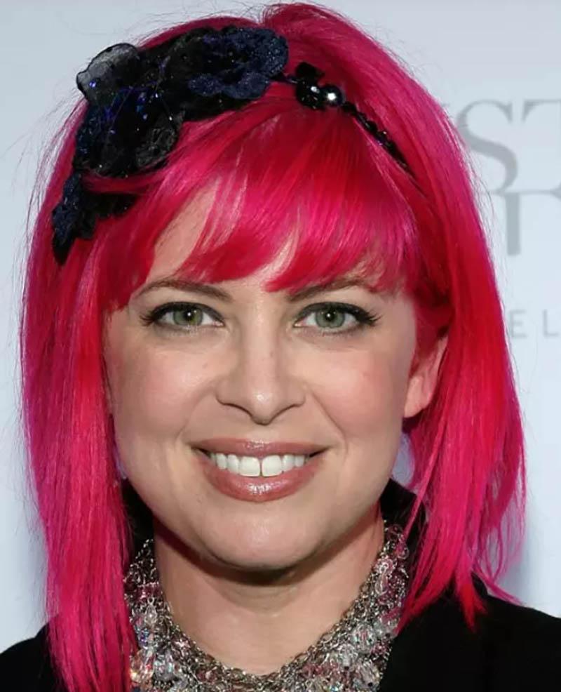Kiểu tóc Bob không đối xứng nhuộm màu hồng đậm