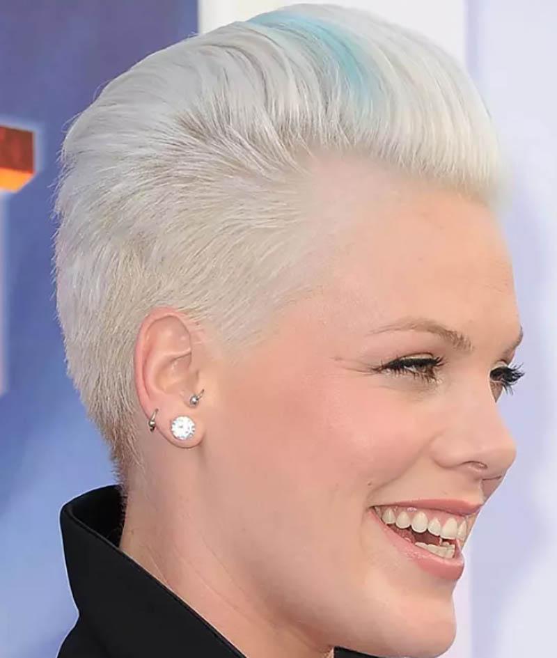 Kiểu tóc ngắn có mái để dài và phồng ngược về phía sau