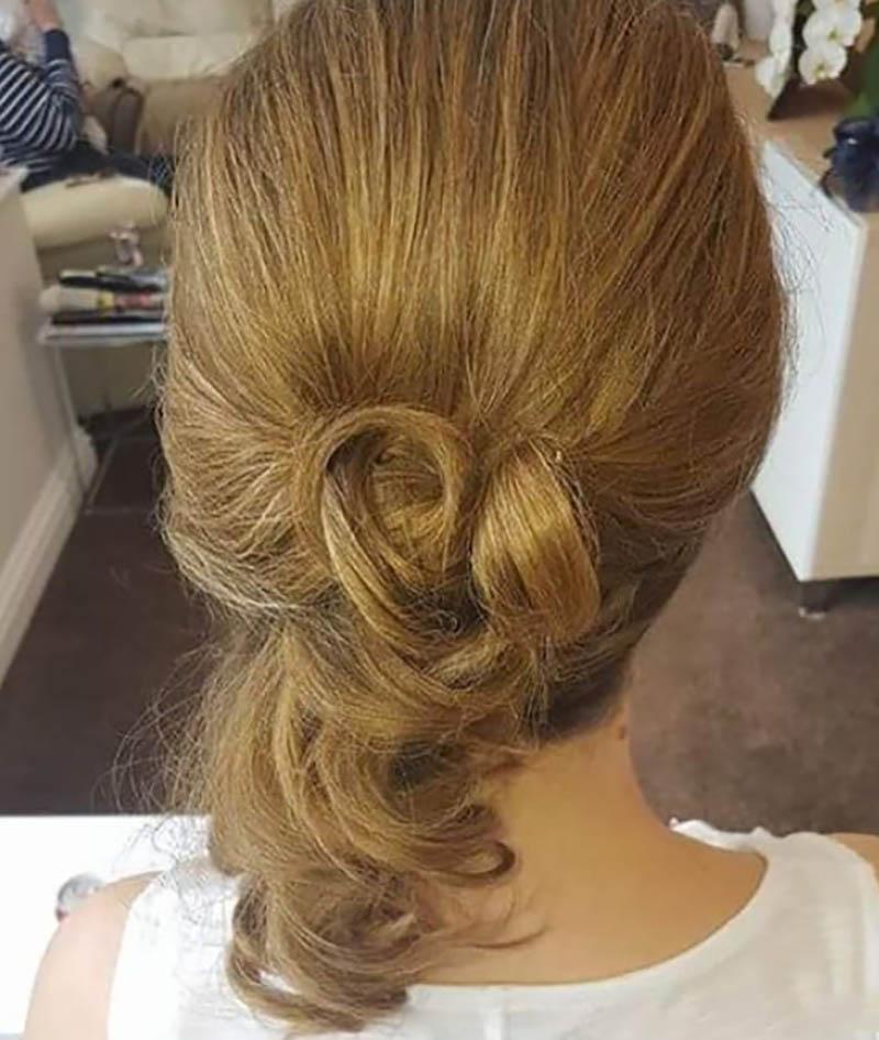 Kiểu tóc nửa Updo xoắn đôi
