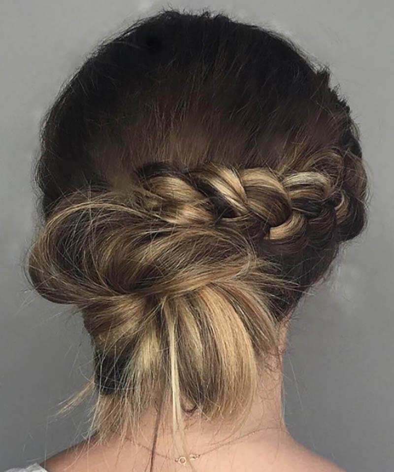 Tóc búi thấp có bím tóc