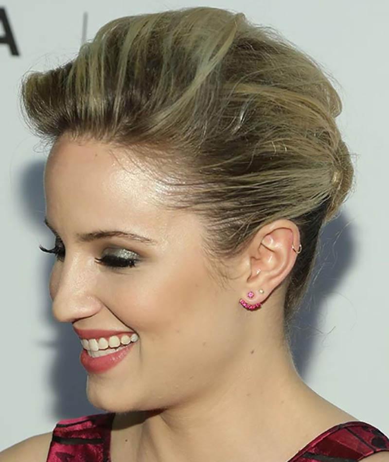 Búi tóc xoắn nhỏ thấp với màu tóc vàng be