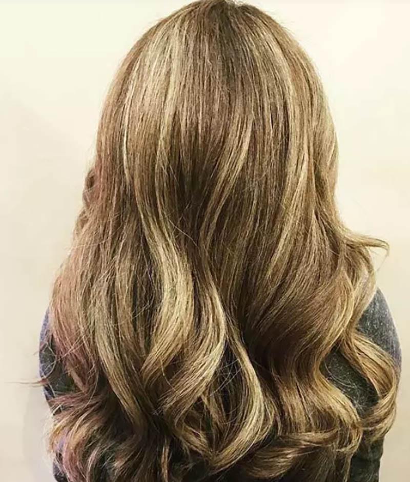 Highlight màu Caramel trên tóc vàng rất sáng