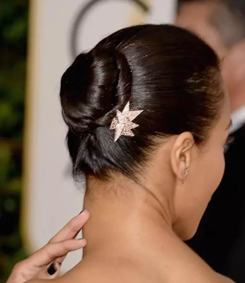 Kiểu tóc búi với một vòng quấn xoắn