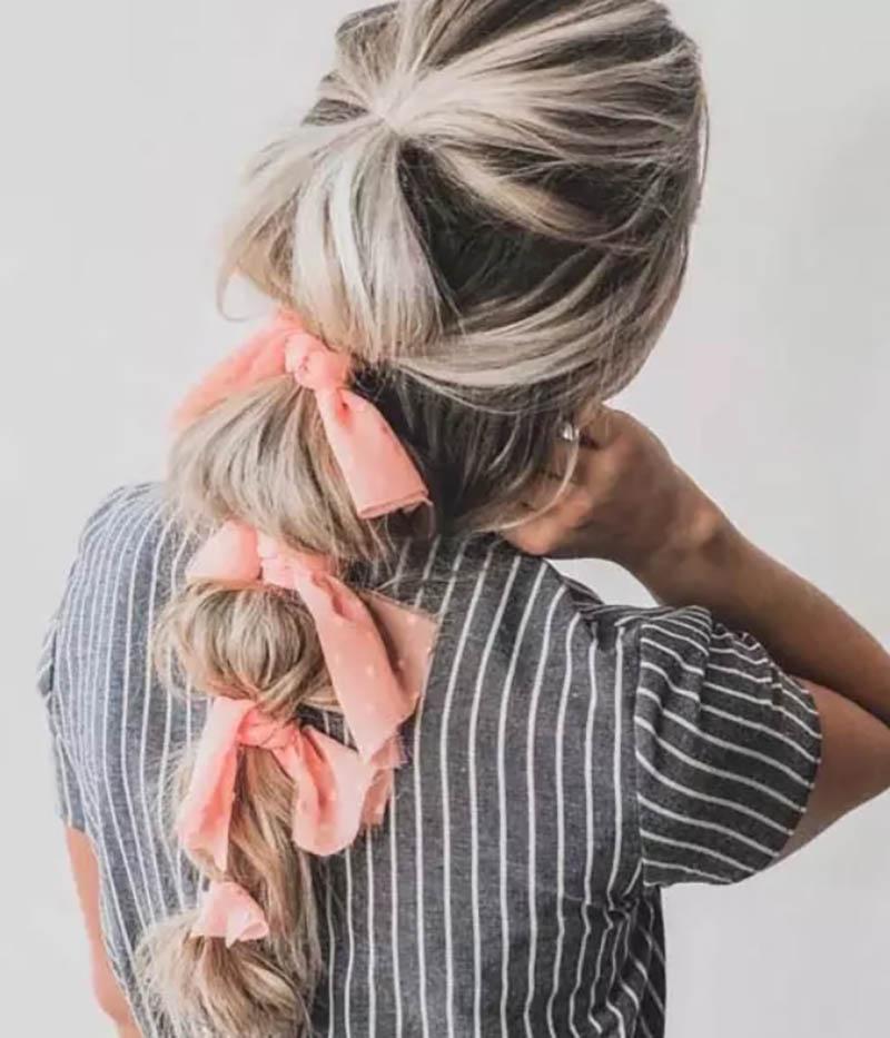 Nhiều chiếc khăn trên bím tóc đuôi ngựa