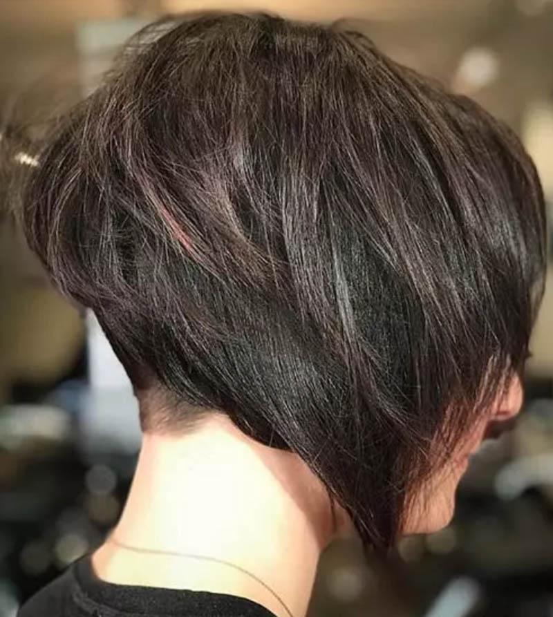Kiểu tóc cắt lớp nổi bật với phần mái chia không đều