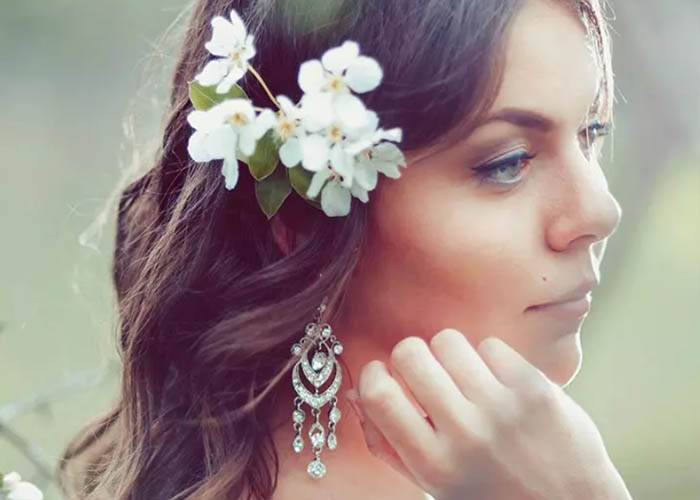 13 Kiểu tóc phổ biến nhất cho cô dâu ở bữa tiệc sau lễ cưới