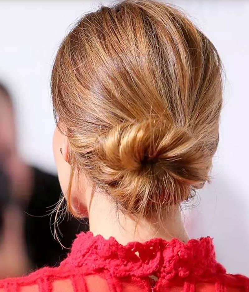Kiểu tóc búi Donut xoăn thấp