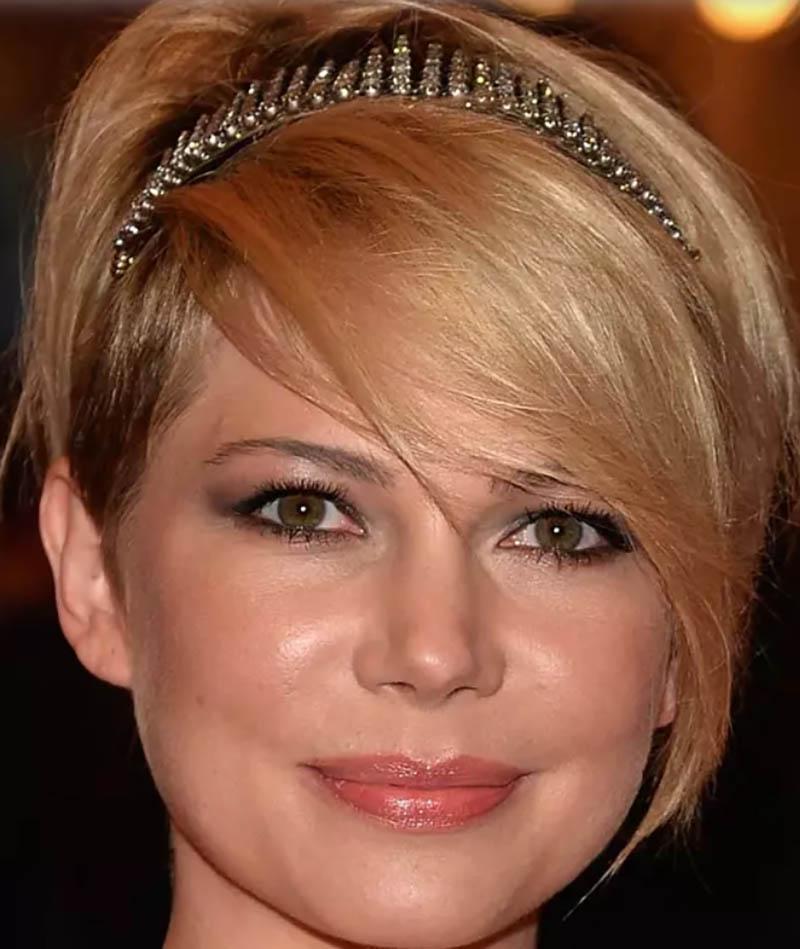 Kiểu tóc ngắn pixie kết hợp với băng đô