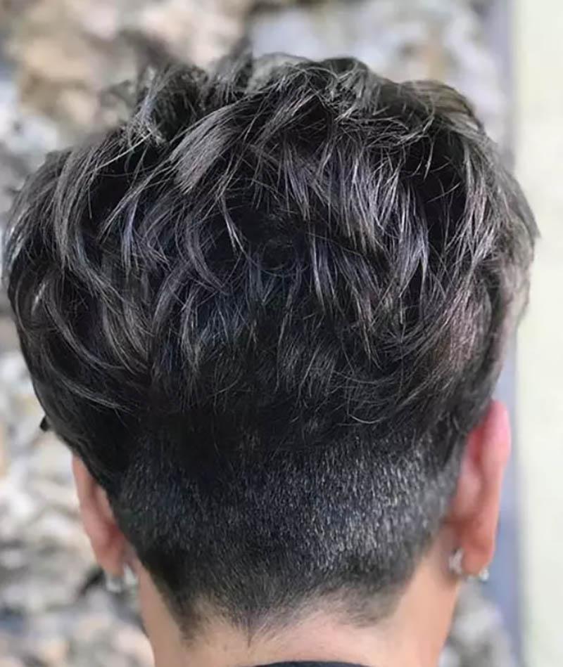 Kiểu tóc ngắn với các lớp uốn xoăn nhẹ