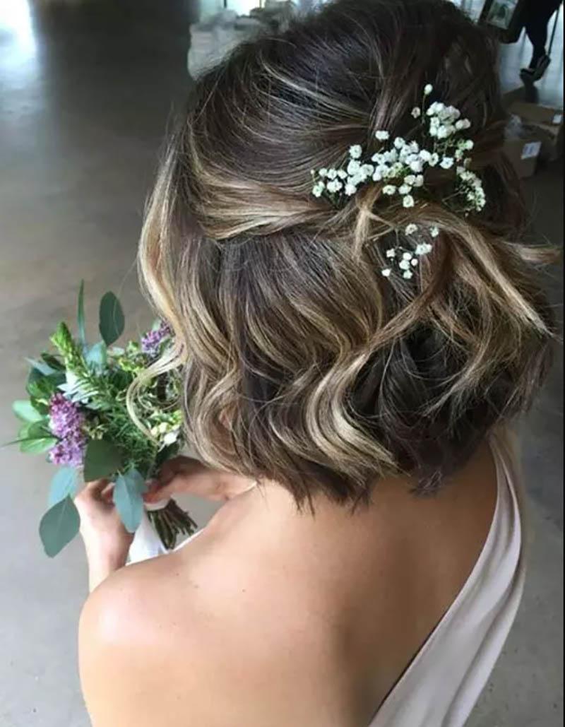 Tóc cột nửa đầu đính hoa