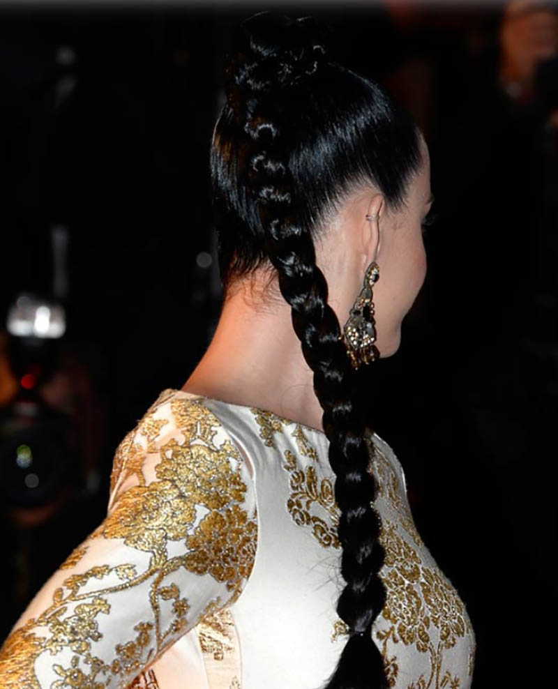 Tóc tết đuôi ngựa dài đến chân tóc