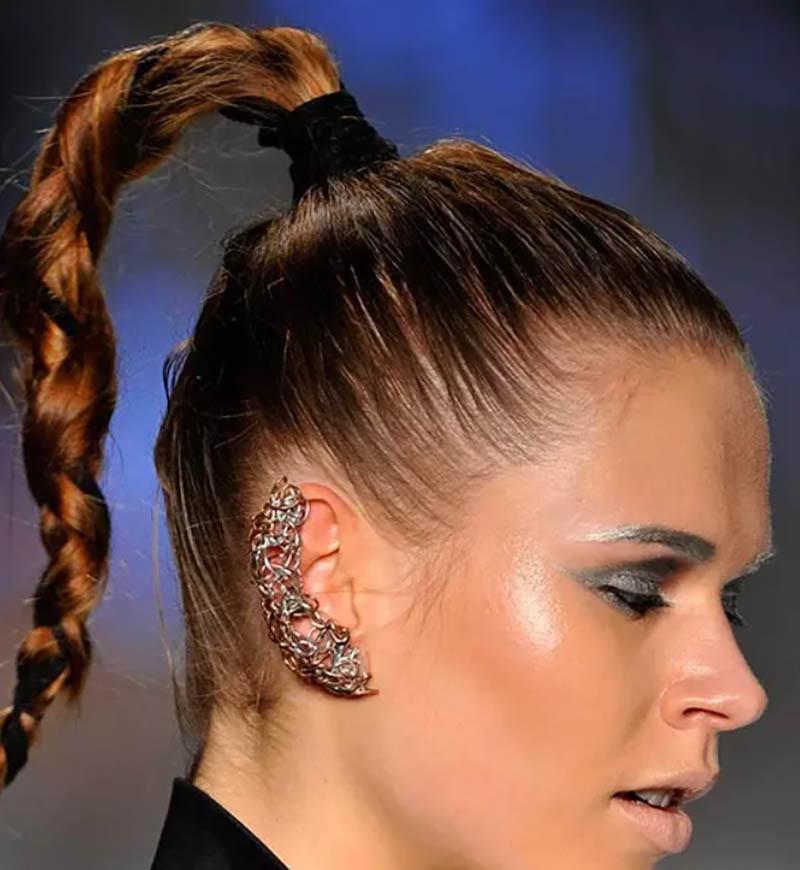 Kiểu tóc tết xoăn cột cao