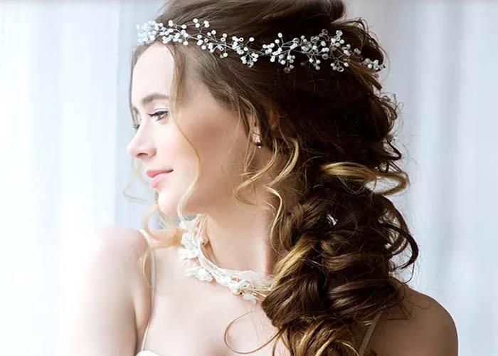 4 Kiểu tóc xoăn đẹp cho cô dâu thêm lộng lẫy và cuốn hút