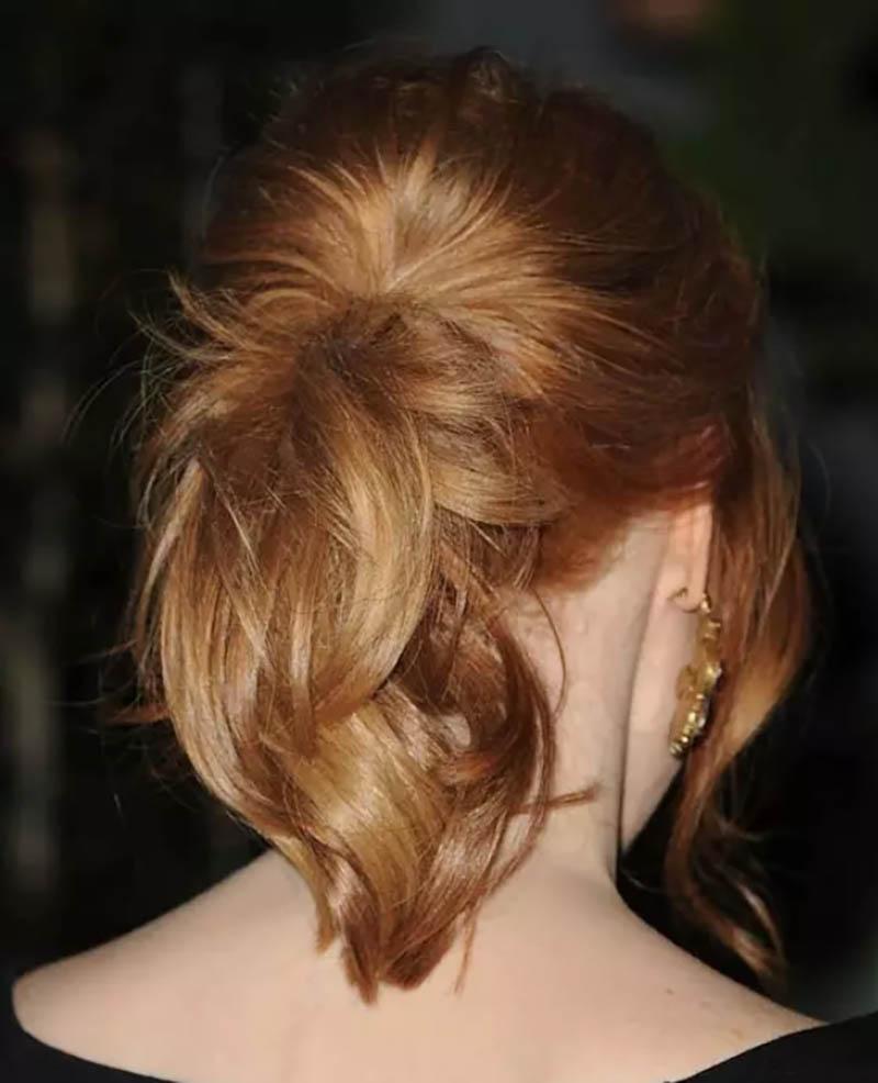 Kiểu tóc đuôi ngựa lông vũ