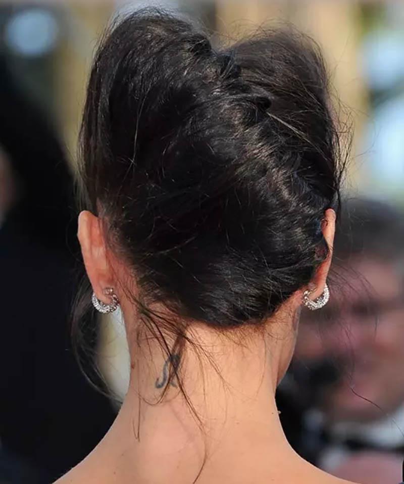Kiểu tóc xoăn búi cuộn cao theo phong cách Pháp