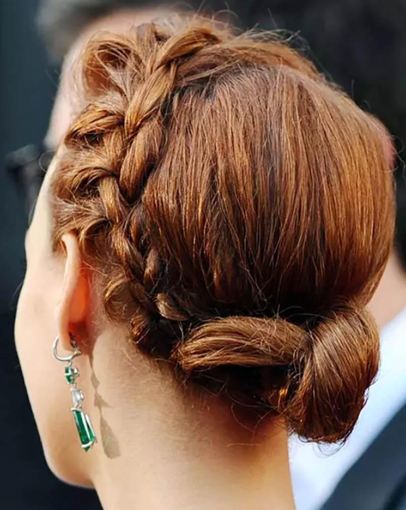 Búi tóc thấp xoắn nhỏ một bên