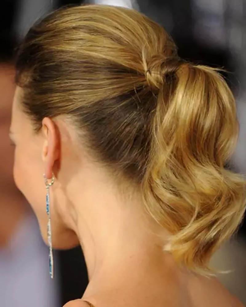 Kiểu tóc đuôi ngựa ngắn uốn lọn to