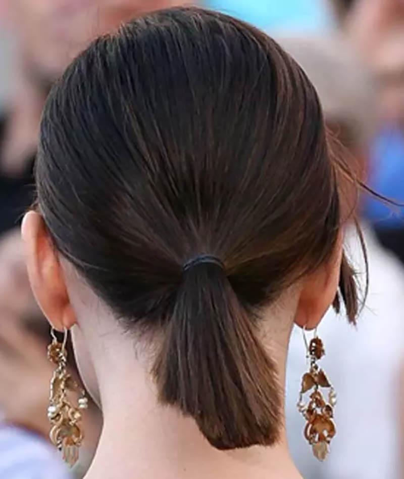 Kiểu tóc đuôi ngựa ngắn cột thấp