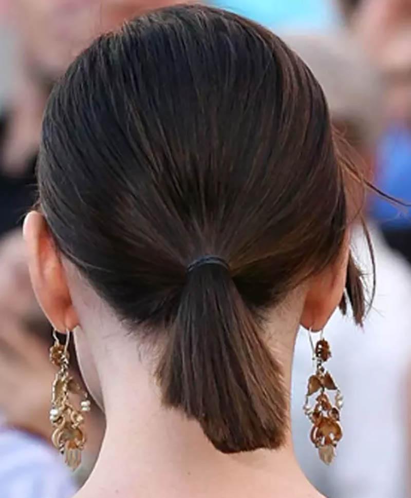 Tóc ngắn buộc đuôi ngựa thấp