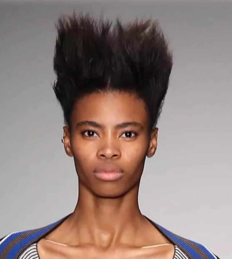 Kiểu tóc Spiky cao trên đỉnh đầu