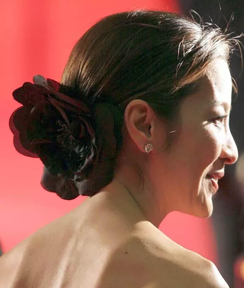 Kiểu tóc với hoa