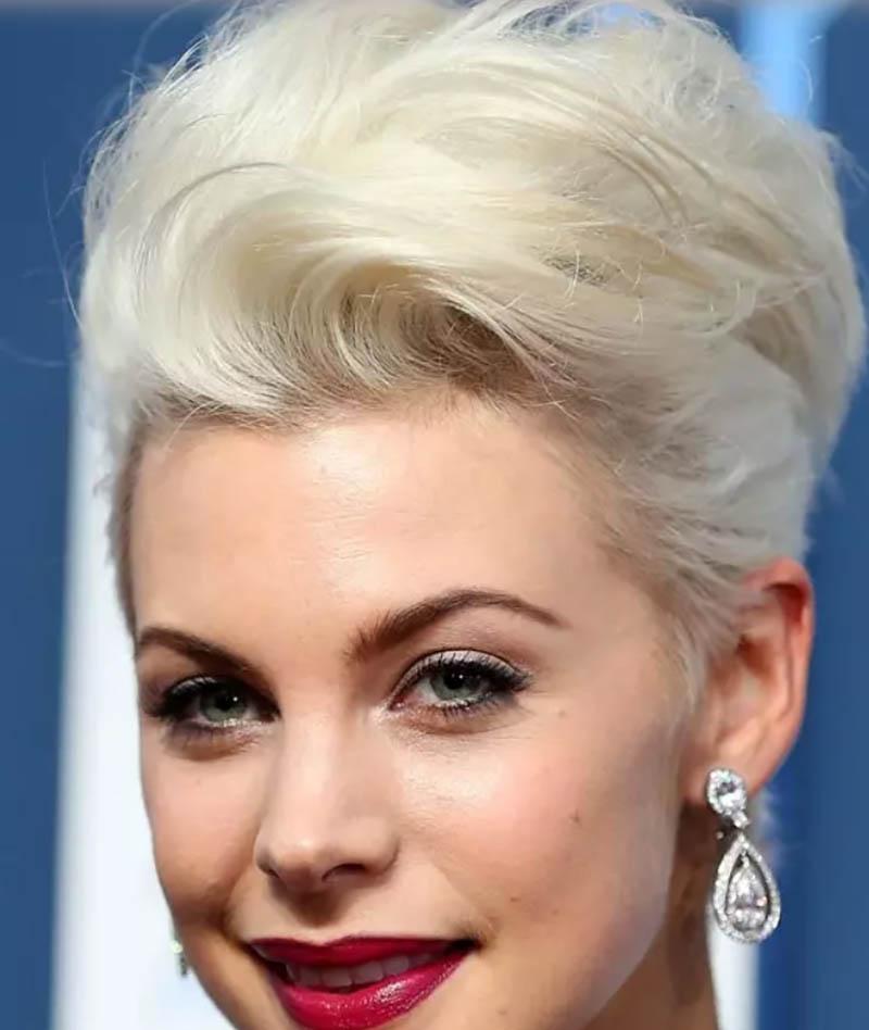 Kiểu tóc bob cao uốn sóng nhuộm màu bạch kim