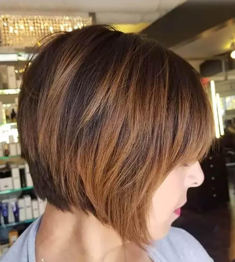 Kiểu tóc bob cắt tầng với tóc mái lệch