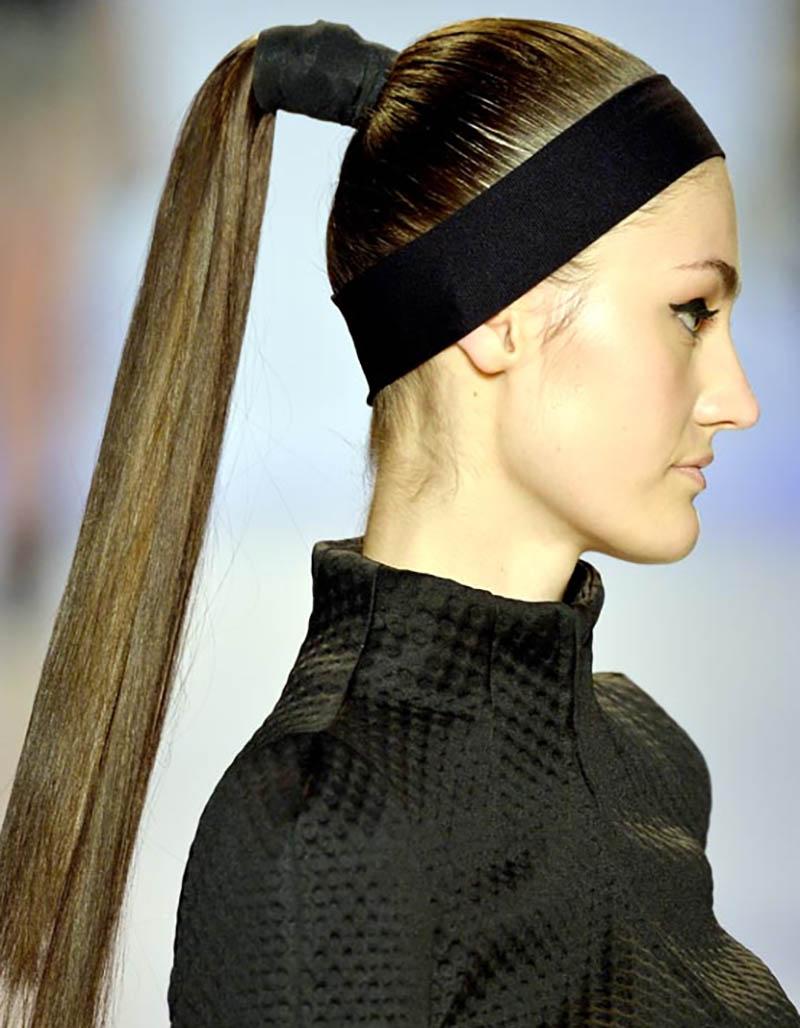 Kiểu tóc dài buộc đuôi ngựa cao