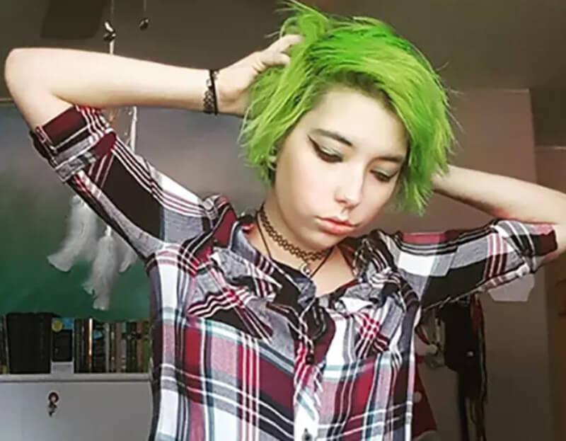 Tóc nhuộm màu xanh lam